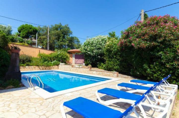 Oasis apartment, private pool, just 3 km from the beach
