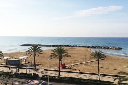 Amazing Apt. + huge roof private terrace seafront - Cunit - Appartement