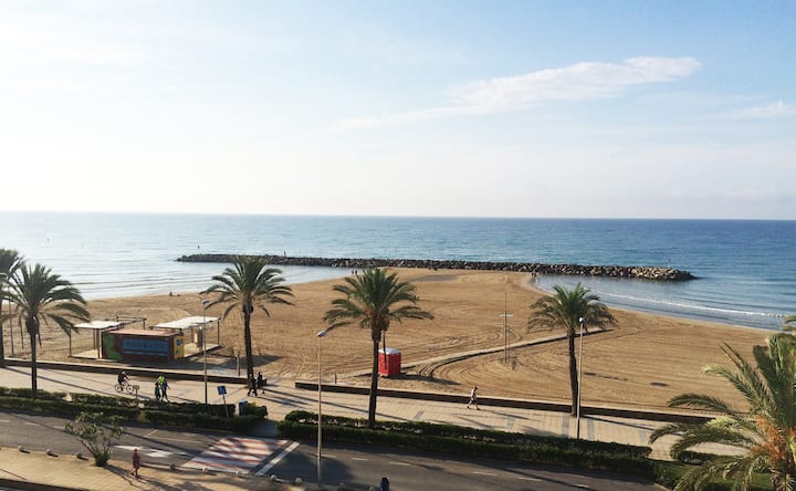 Amazing Apt. + huge roof private terrace seafront