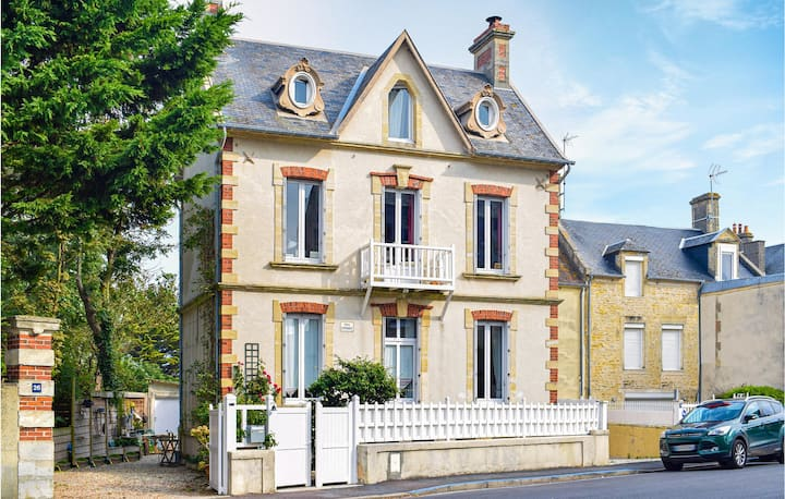 Stunning home in Arromanches with WiFi and 1 Bedrooms