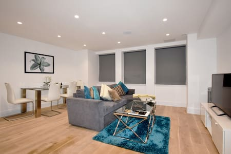 ★ Stunning 2 Bed - West London ★