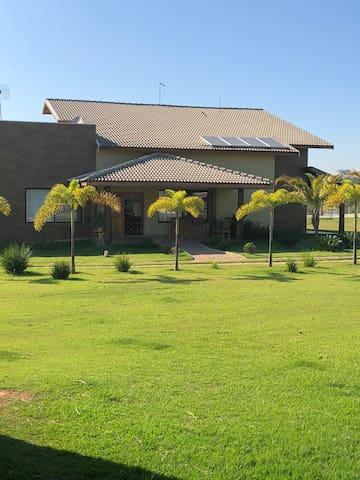 Linda casa de campo com área total   de 22.000 m2