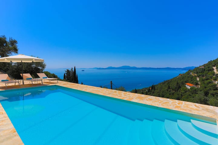 Vista Mare Assinia: Amazing views and pool, A/C