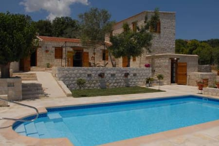 Entire Complex of 5 houses-8 bedrooms - Pafos - Casa de camp