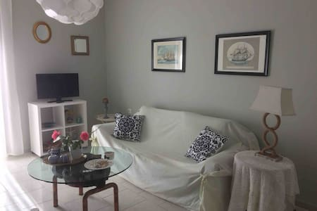 Stylish maisonette only 2 min walk to the beach