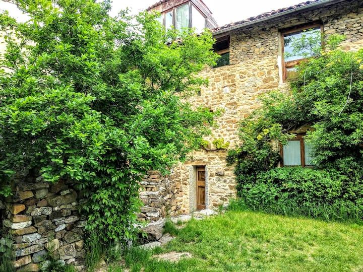 Casa Baena en las montañas  León,fin de carretera.