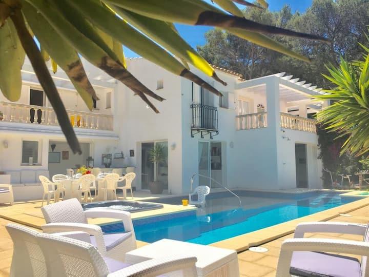 Magnifique villa Alexia - Piscine privée - Jacuzzi - Jardin - Terrasses - Plage - Golf - Wi-Fi - A/C - Parking