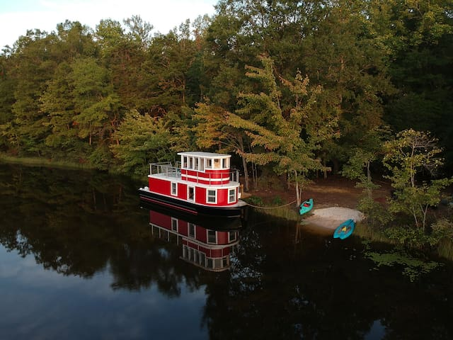 Heated Tugboat! Private Lake, 142 Acres, Trails