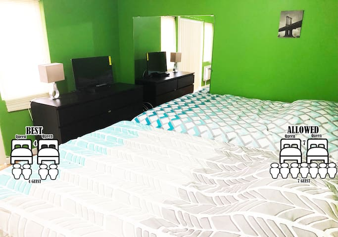 Big room with private bathroom. 25min Timesquare