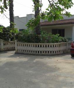 Grande villa estiva con giardino privato - Maruggio - Ház