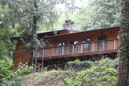 Large Log Home on  Santian River - Gates - Huis