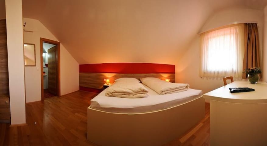 Rooms Jana double room 2 RED ROOM - Slunj - Hus