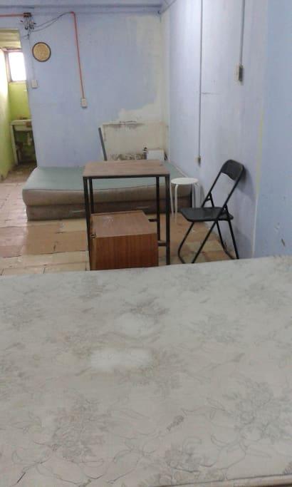 pieza independiente con 2 camas matrimoniales, espacio para colocar sacos de dormir, baño privado