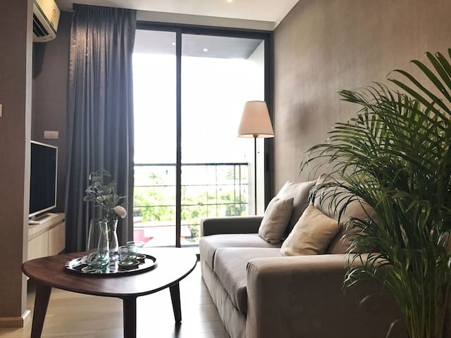 luxury condo in Silom close 2 BTS, pool view