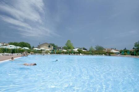 Villaggio Turistico con piscina - Punta Marina
