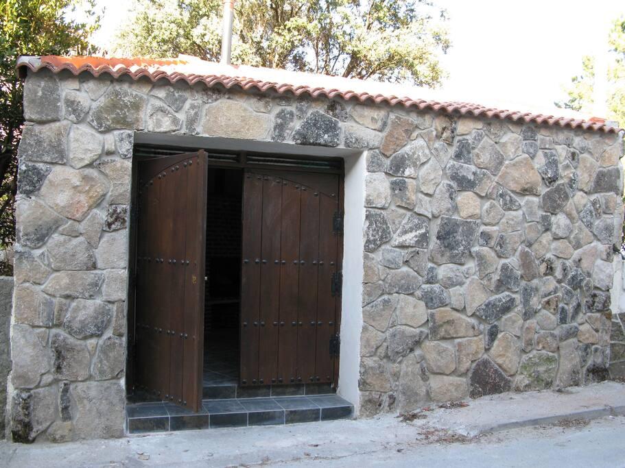 entrada casa de cucu - navaluenga