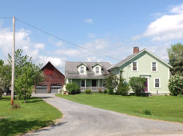 Private Farmhouse In-law Suite - Vergennes - อพาร์ทเมนท์