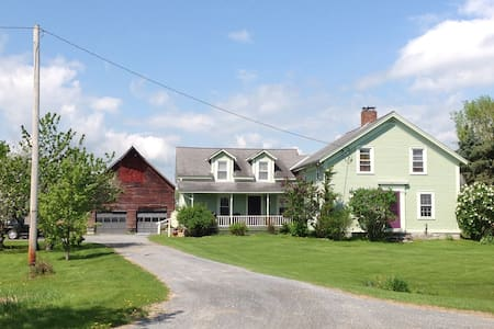 Private Farmhouse In-law Suite - Vergennes - 公寓