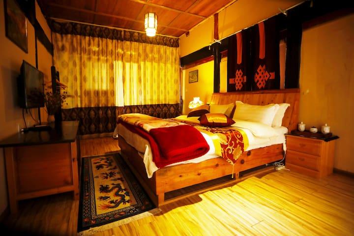 藏式温馨大床房