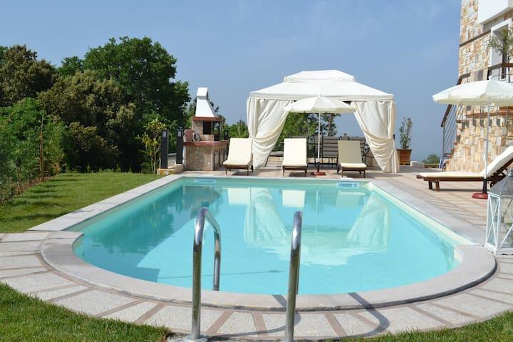 Evmorfesvillas - Poligiros - Villa