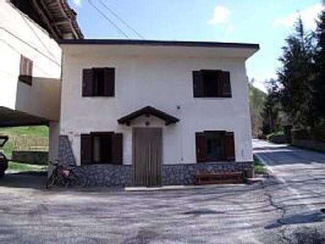 Casa sul fiume circondata dal verde - Monterosso Grana - House