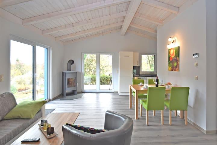 Modernes Ferienhaus in Güntersberge in Seenähe