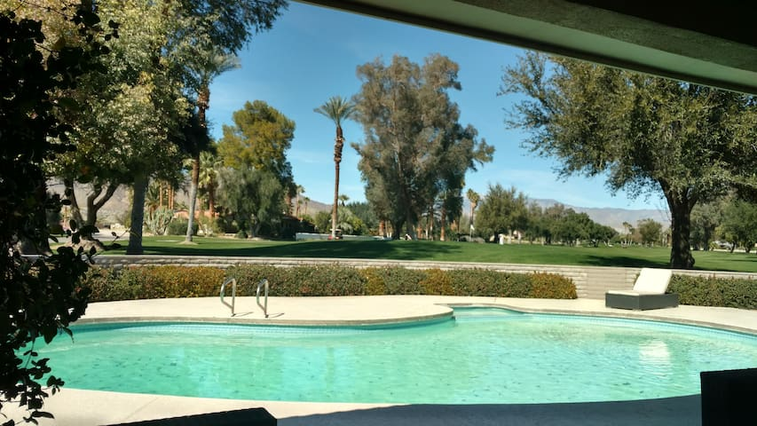 Spacious Mid-Century Home on the Golf Course! - Borrego Springs - Hus