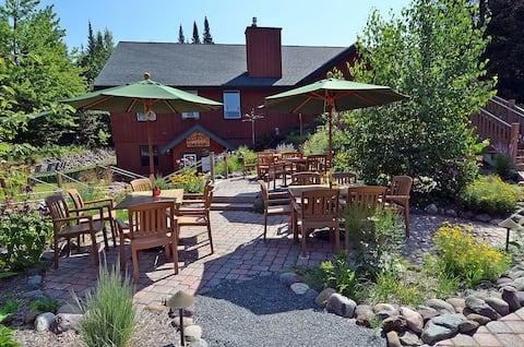 Distinctive Northwoods Guest Lodge
