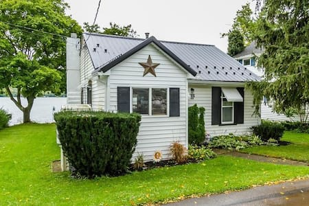 Honeoye Lakefront Cottage
