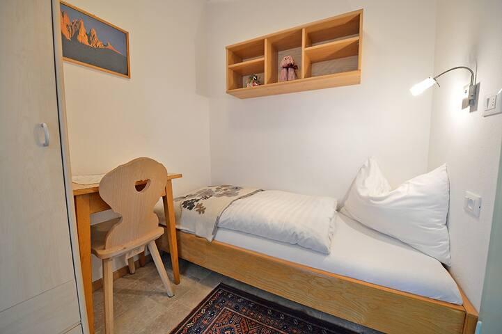 "Apartments Dolomie - camera da letto - Schlafzimmer - bed room ""single"""