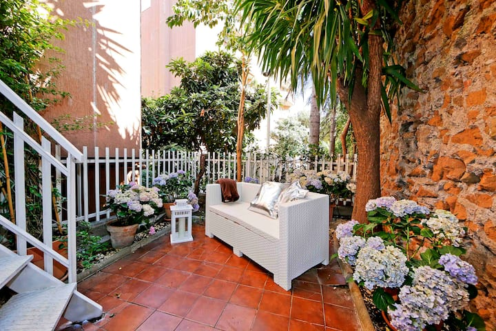 Cozy apartment with patio in Trastevere