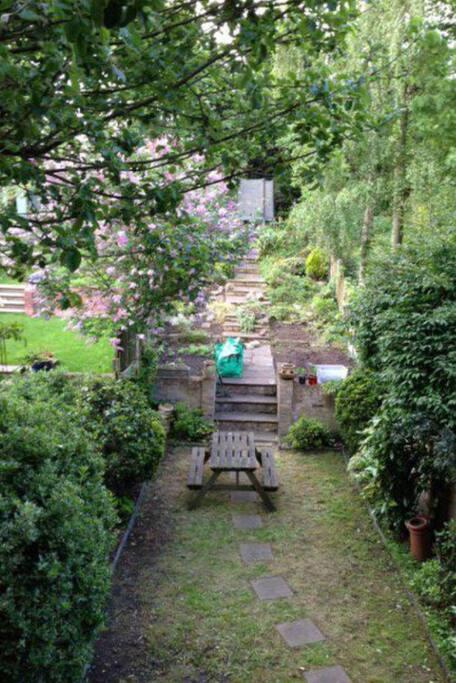 Huge sunny garden (with big trampoline!)