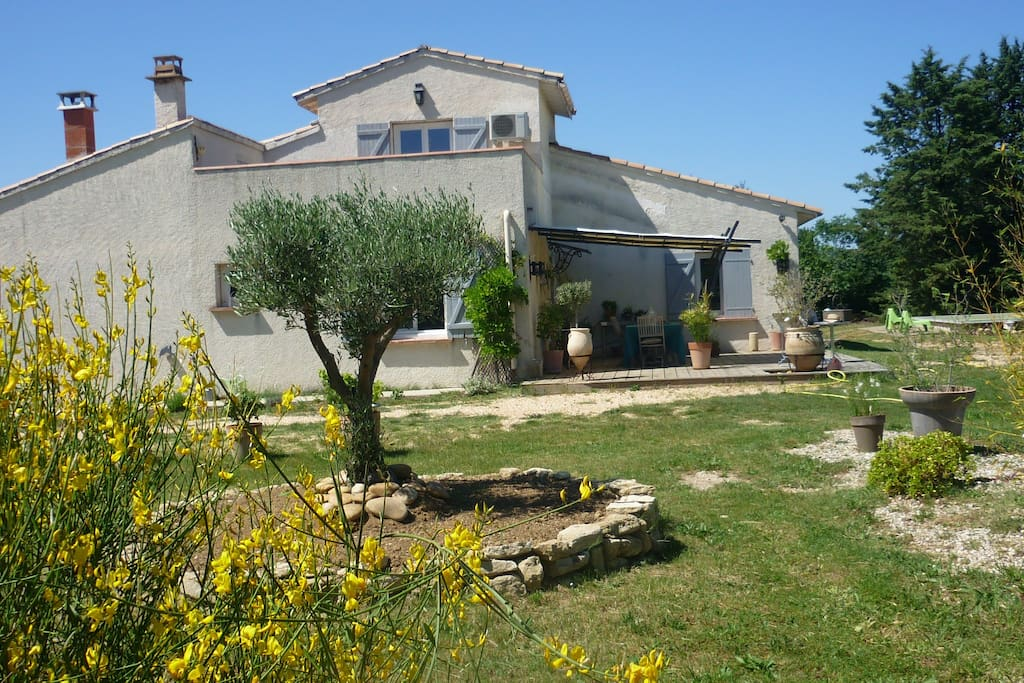 beautiful house in the vinyards houses for rent in uz s languedoc roussillon france. Black Bedroom Furniture Sets. Home Design Ideas
