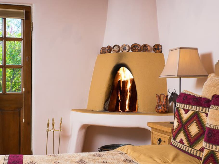 Mariposa perfect location houses for rent in santa fe for Kiva fireplace