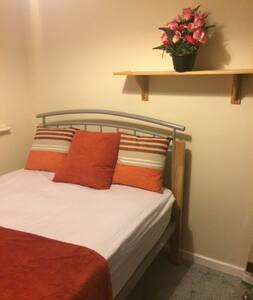 Double Room In Cosy House Close To Train Station - Rochester