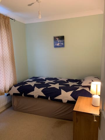 Cosy & Comfortable Single Room in family home