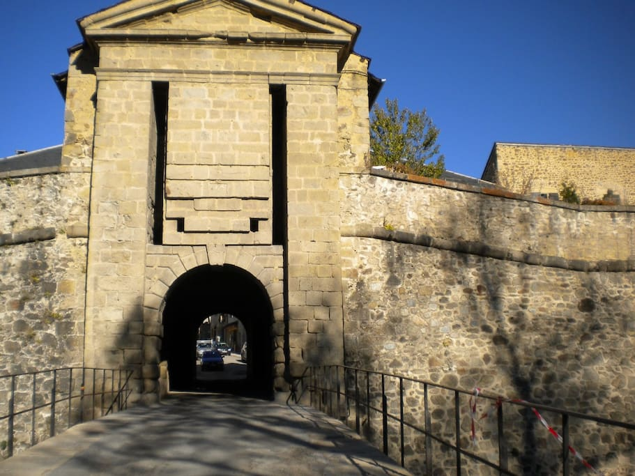 Porte entrée cité historique de Vauban à Mont LOUIS
