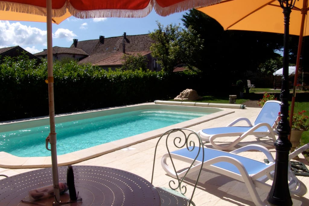 Maison en pierre du 18eme piscine houses for rent in for Piscine 18eme