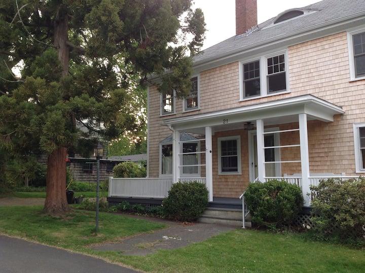 Sakonnet River Cottage: A Reader's Retreat