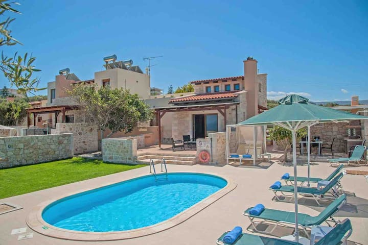 3 bedroom villa with sea view and private pool .T