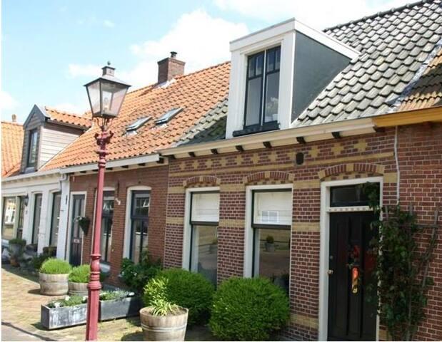 Nette woning in centrum Heerenveen - Heerenveen - House