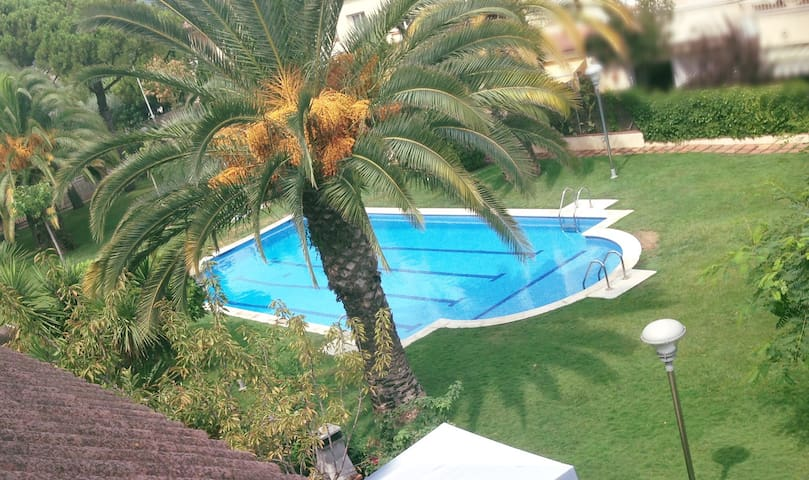 Comfy room in a villa with pool. - Molins de Rei - Talo