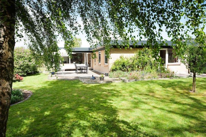 Dejligt lyst hus tæt på Aarhus - Hadsten - House