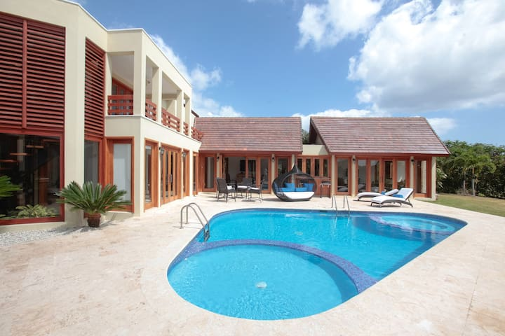 4.5BR Villa. Friendly Staff/ Stunning Views! - Bávaro - Villa