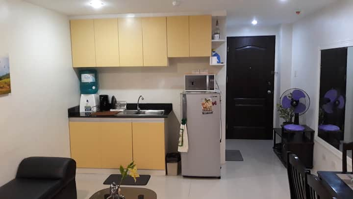 Cozy Studio Unit Near Airport (W/ Wifi & Cable TV)