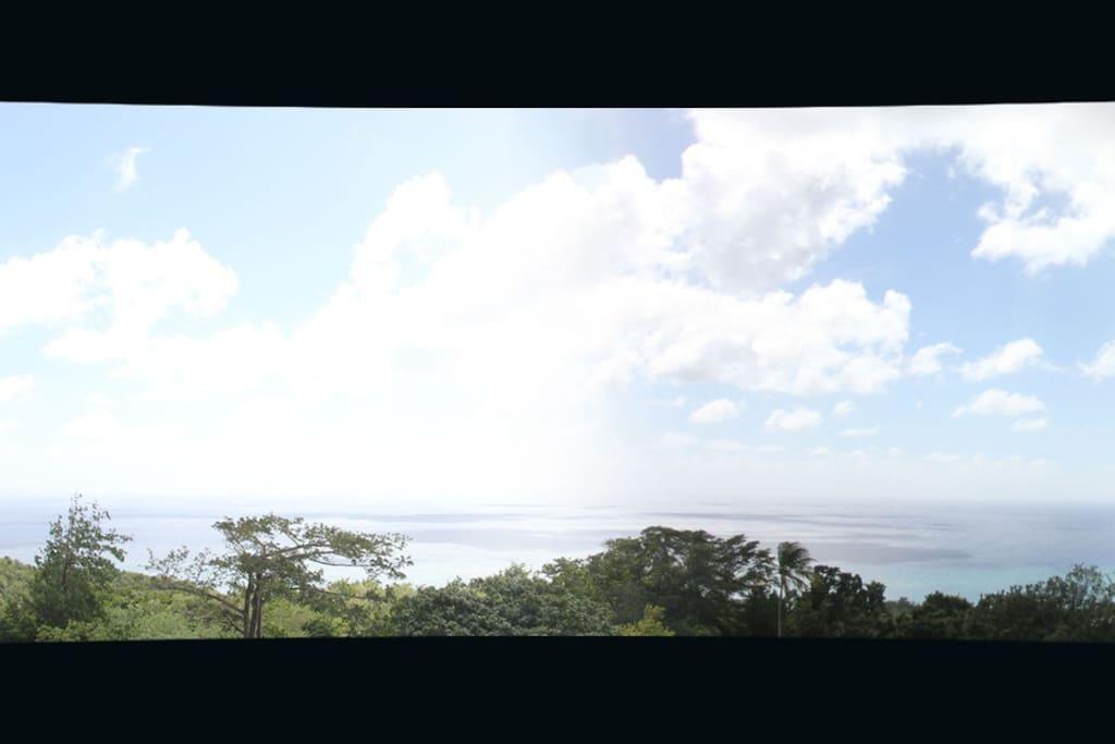 Vue du balcon imprenable sur la baie de Sainte-Luce