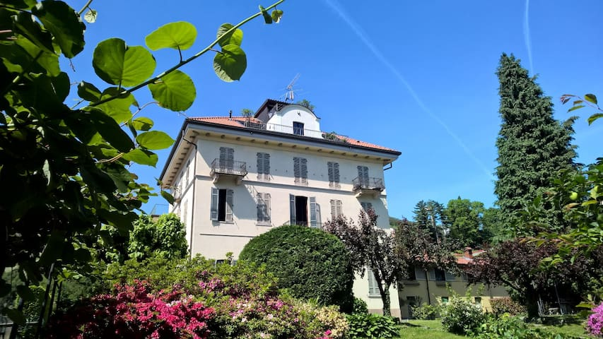 Ancient villa fireplace, large panoramic terrace - Dagnente, frazione di Arona - Wohnung