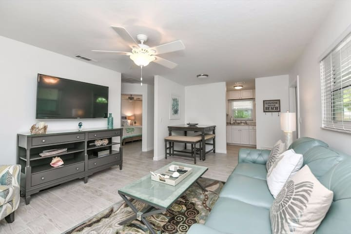 2bedroom/2bath steps away from siesta key beach!!