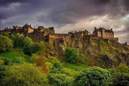 Castle View, Whole Apartment - Edimburgo - Bungalow