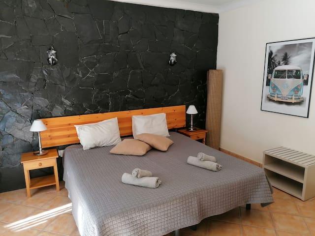 Dream Lagos B&B - Room 2 - with private backyard